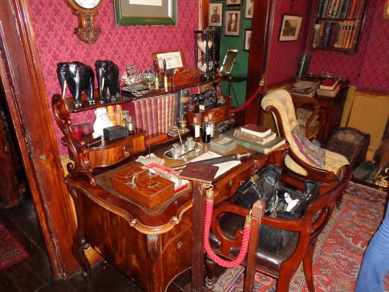 Sherlock Holmes Museum desk london